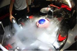 Jenson Button mit einer ordentlichen Ladung Trockeneis für einen kühlen Kopf